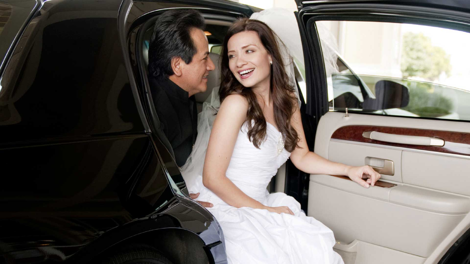 Come In Contact With Limousine Service Singapore