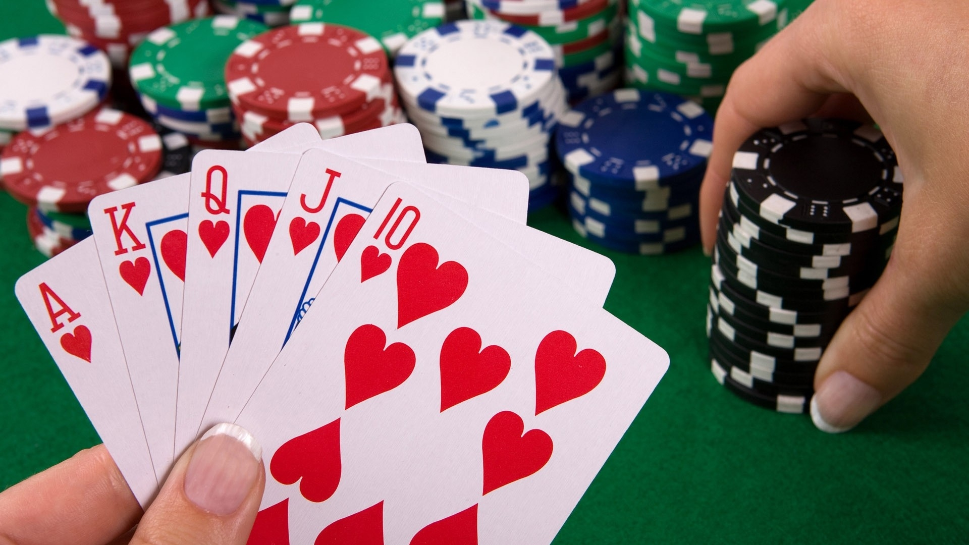 Facts to Know Before Playing Poker Online
